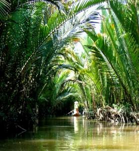 Auf einem kleinen Seitenarm des Mekong
